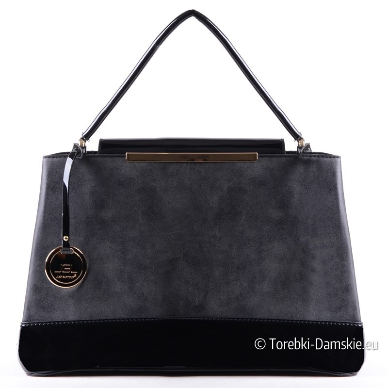Czarna stylowa torebka - kuferek z lakierowanymi elementami