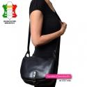 Duża skórzana torba damska z klapą na długim pasku