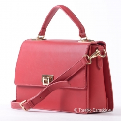 Czerwony kuferek - torebka ze złotymi detalami