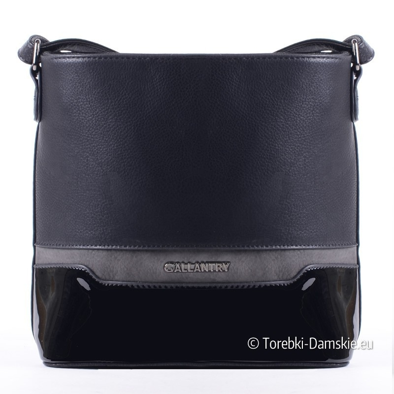 Czarna torebka crossbody z lakierowanym elementem i szarą wstawką